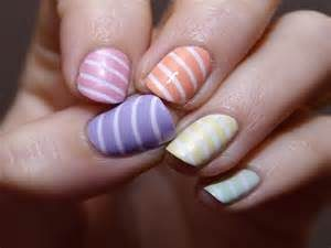 nails pastel stripe